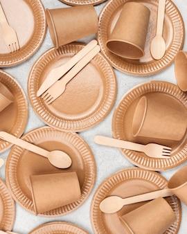 Композиция из экологически чистой одноразовой посуды