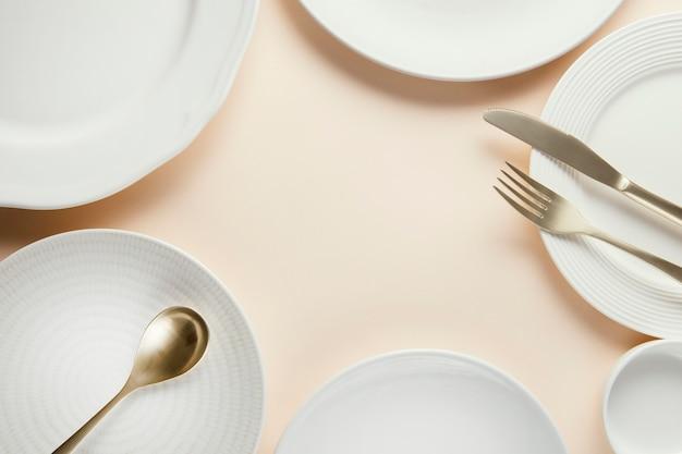 Композиция изящной посуды с копией пространства