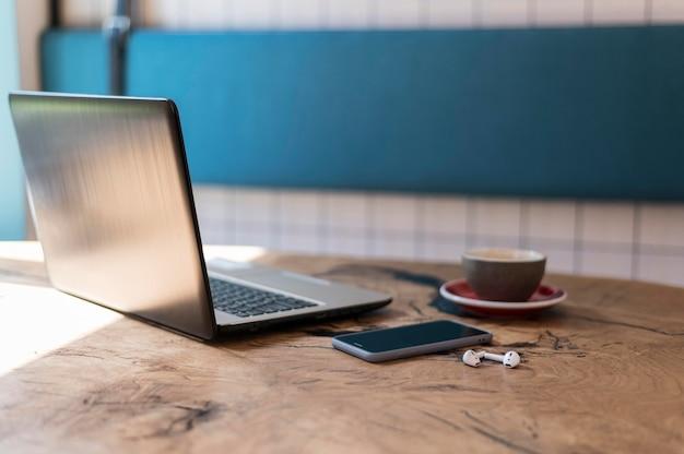 現代のオフィス要素の配置