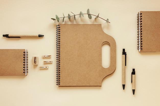 天然素材の文房具の配置