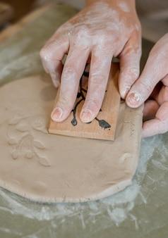 ワークショップでの陶器要素の配置