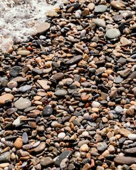 ビーチでの石の配置 無料写真