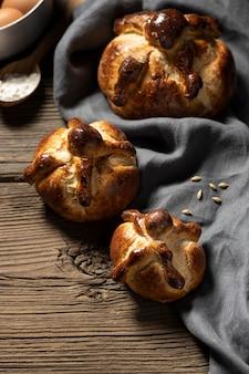 伝統的な死者のパンのアレンジメント