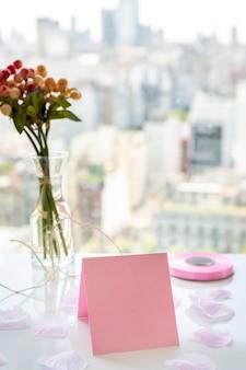 Organizzazione per la festa di quinceañera sul tavolo