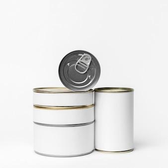 Disposizione delle lattine di confezionamento con etichette bianche