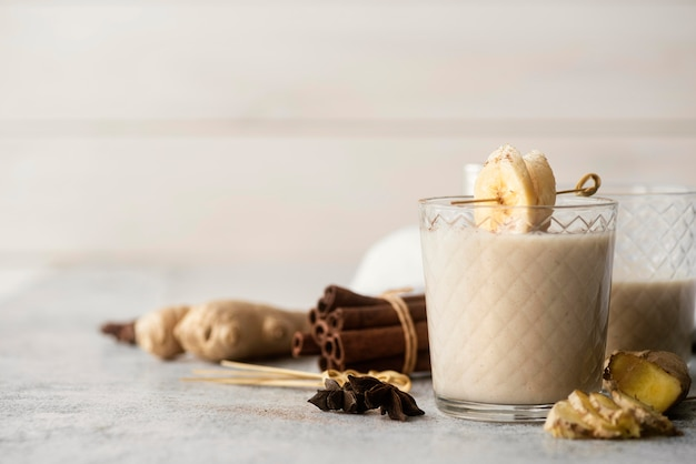 Arrangement with banana smoothie