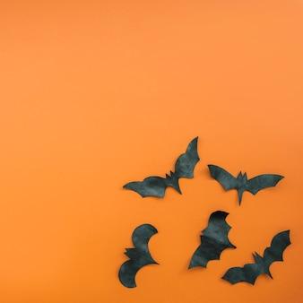 Arrangement with black carved bats