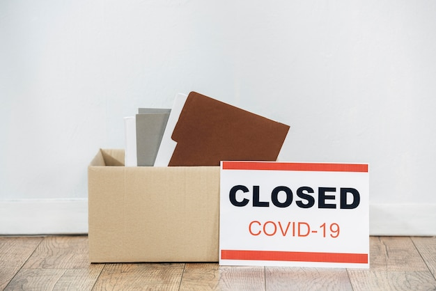 Arrangement with box and covid19 sign