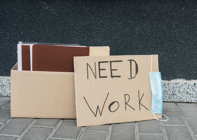 Arrangement with box and sign