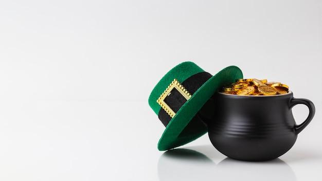 가마솥과 모자 배치