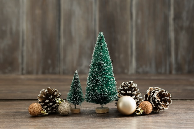Arrangement with christmas trees and pine cones