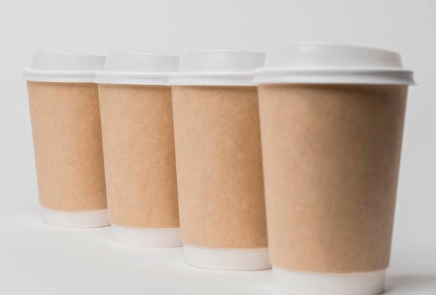 Disposizione con tazzine da caffè