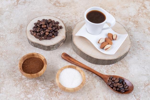 Un accordo con caffè, zucchero e noci