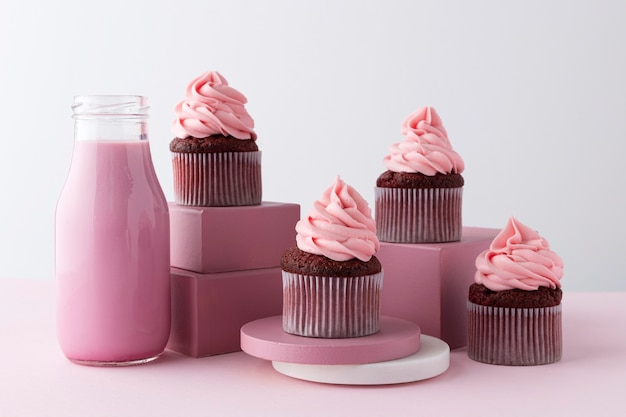 Arrangement with cupcakes and pink drink