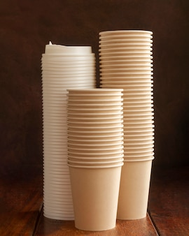 Arrangement with cups and caps