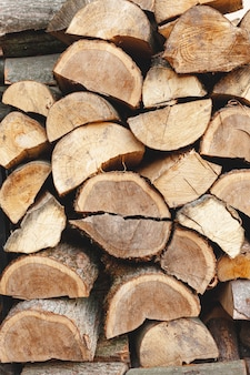 Arrangement with cut wood for heating