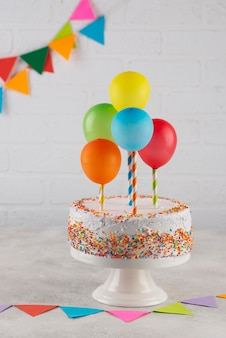 Arrangement with delicious cake and balloons
