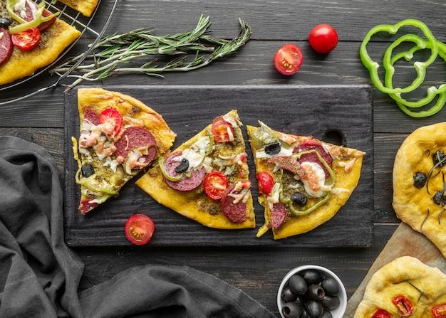 美味しい伝統的なピザのアレンジメント
