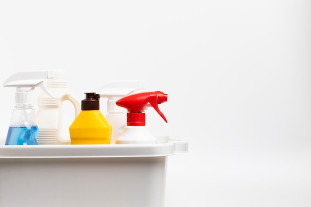Arrangement with detergent bottles in basin