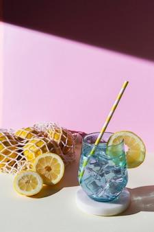 ドリンクとレモンのアレンジメント