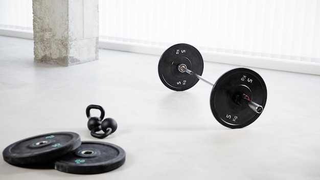 Arrangement with dumbbells on floor