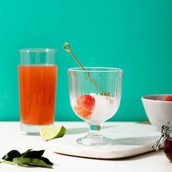 Arrangement with glasses and juice