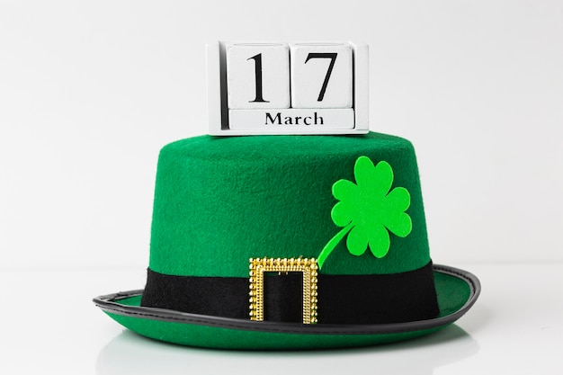 Arrangement with hat and clover st patrick day