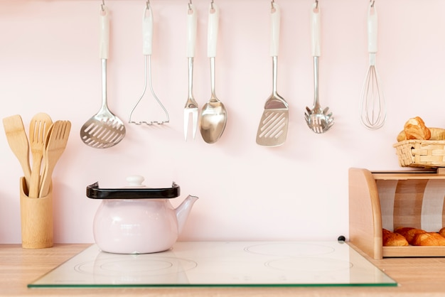 Arrangement with kitchen utensils and teapot