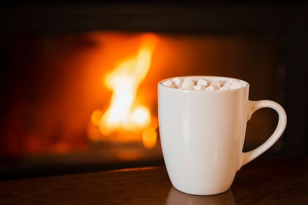 Arrangement with marshmallow drink near the fireplace