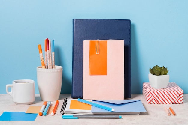 Arrangement with notebooks and envelope