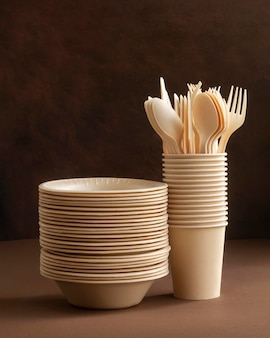 Arrangement with plates, cups and cutlery