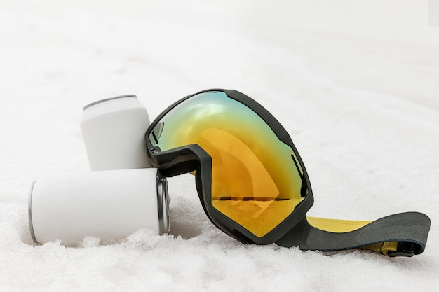 Arrangement with ski goggles outdoors