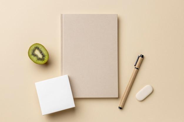 편지지 요소 및 과일 배치