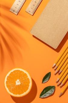 オレンジ色のステーショナリー要素の配置