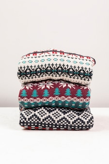 Arrangement with sweaters with colorful prints