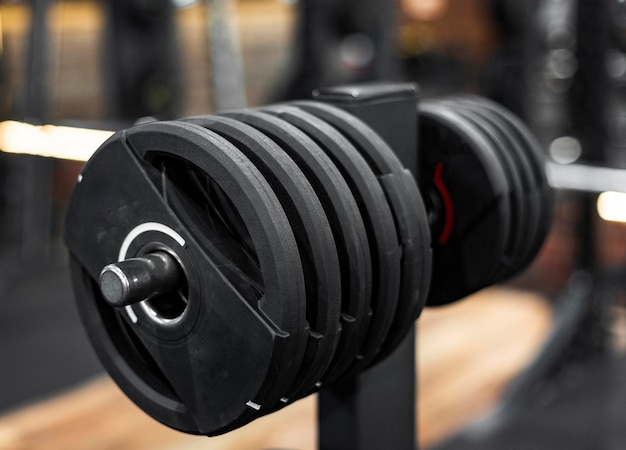 Arrangement with weights at gym