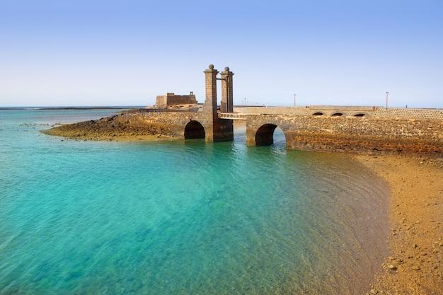 Замок арресифе лансароте и мост