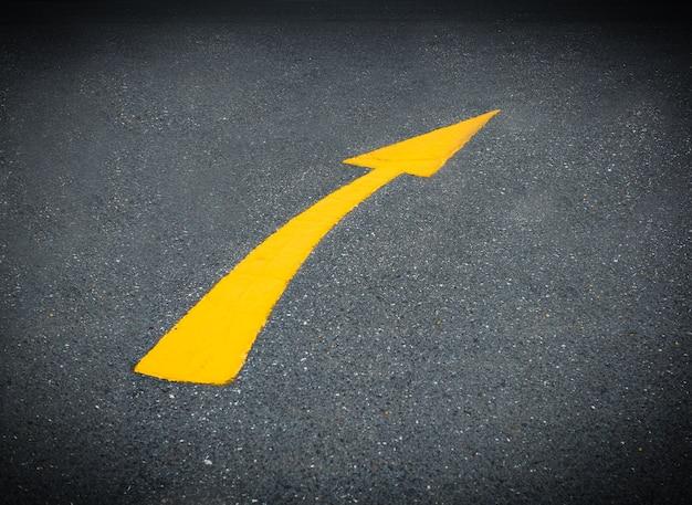 Arrow turn right on street
