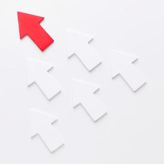 赤い矢印に続く矢印