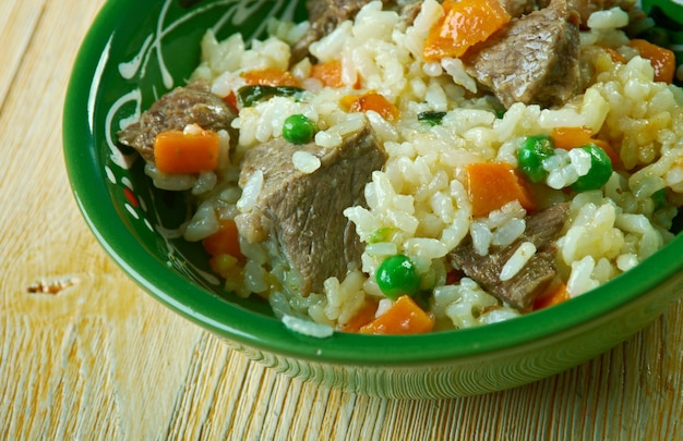 Arroz borracho 야채와 쇠고기를 곁들인 쌀. 멕시코 음식