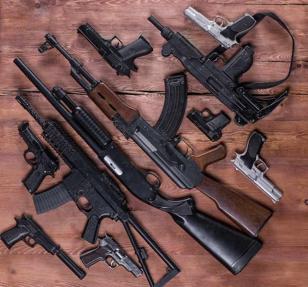 총기 무기고 돌격 소총 및 권총