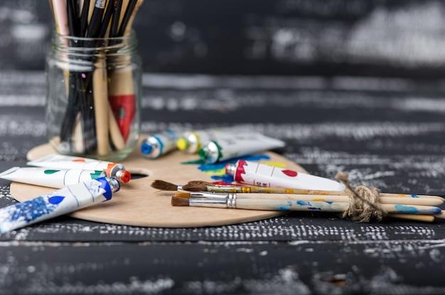 예술과 공예 도구. 어린이 창의력을위한 아이템.