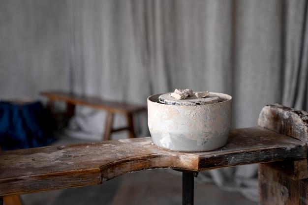 오래 된 그릇과 예술 개념
