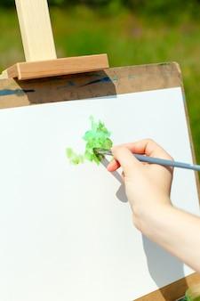 アート、創造性、人々のコンセプト