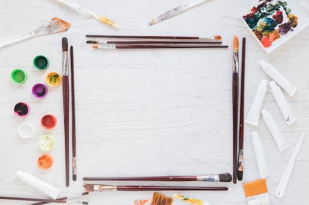 Art implements arranged in form of rectangle