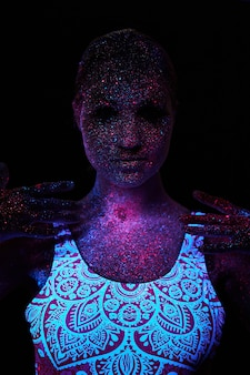 紫外線でアートウーマンコスモス