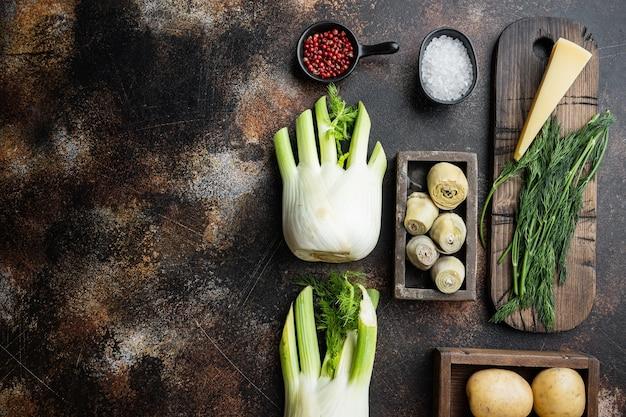 フェンネル、ジャガイモ、パルメザンチーズの食材を使ったアーティチョーク、古い素朴な背景、テキスト用のスペースのある上面図