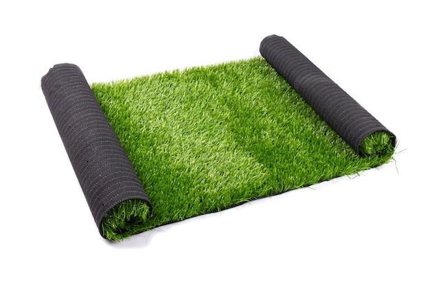 인공 녹색 잔디, 잔디는 흰색에 격리.
