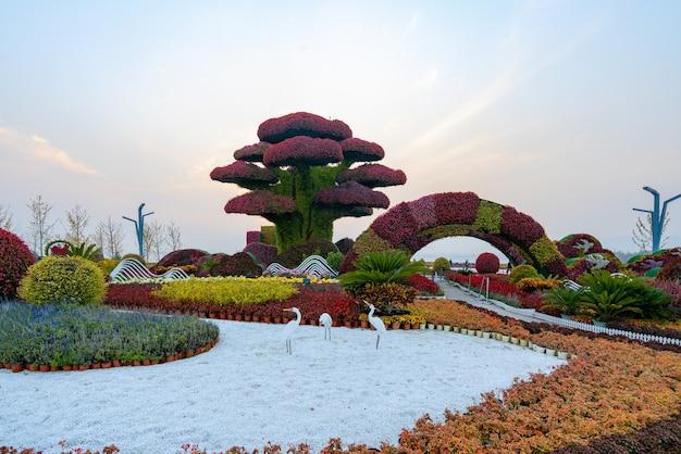 Искусственный ландшафт растений в парковом саду