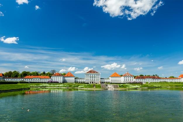 Искусственный бассейн перед дворцом нимфенбург